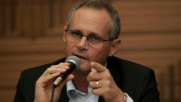 'Pessoas que atirarem na polícia vão levar tiro também', avisa Beltrame