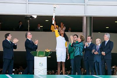 Rio 2016: Dornelles participa, em Brasília, da cerimônia de chegada da chama olímpica ao país