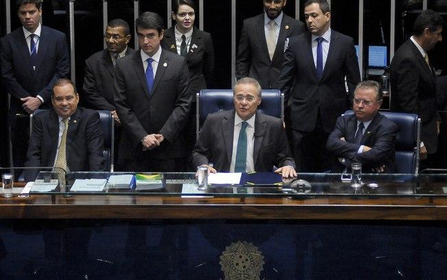 Senadores discutem pedido de impeachment contra a presidente Dilma Rousseff