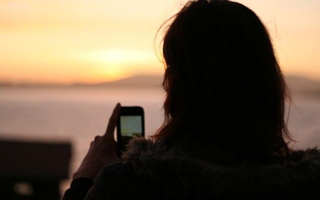 Brasileiros são os que mais usam aplicativos para celular, diz estudo