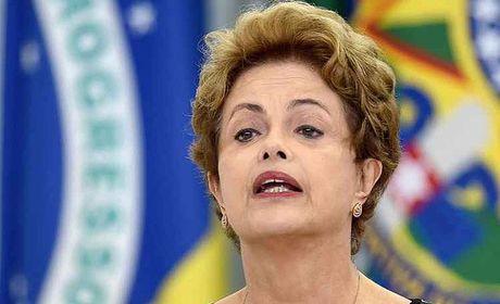 Por 55 votos a e 22 contra, Senado abre processo de impeachment de Dilma