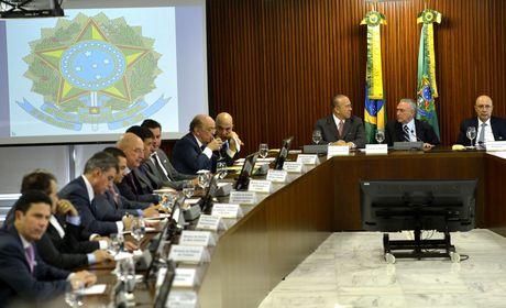 STF dá cinco dias para Temer se manifestar em ação contra nomeação de ministros