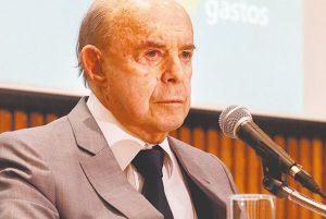 Servidores protocolam pedido de impeachment contra Dornelles