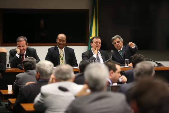 Após reunião, líderes antecipam para terça eleição para presidente da Câmara