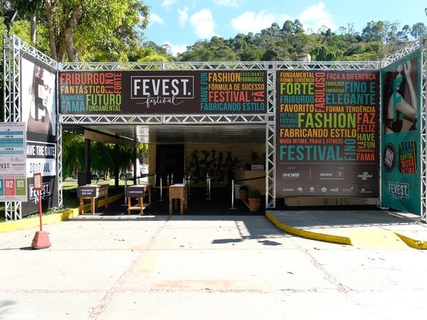 Maior feira de moda íntima do Brasil é aberta com desfile em Friburgo