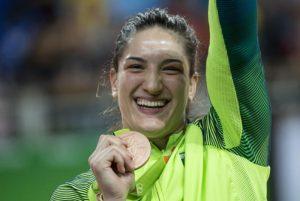 Bronze de Mayra Aguiar faz o Brasil voltar a conquistar medalhas após três dias
