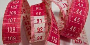 Obesidade em adolescentes pode ser causada por falhas de mastigação, diz estudo