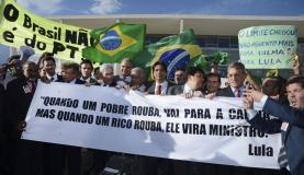 Oposicionistas protestam contra nomeação de Lula em frente ao Planalto