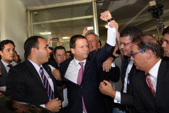 Em meio a tumulto, OAB protocola novo pedido de impeachment na Câmara