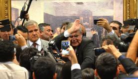 Reunião da comissão que analisa impeachment termina em bate-boca e tumulto