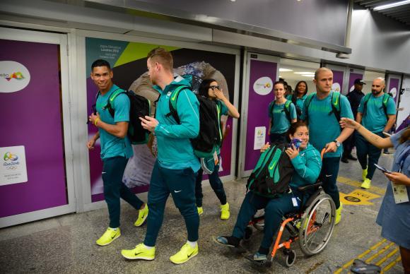 Atletas paralímpicos do atletismo chegam entusiasmados para a Rio 2016