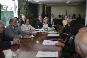 Ministros do STF querem fim de efeito cascata sobre salários, diz senadora