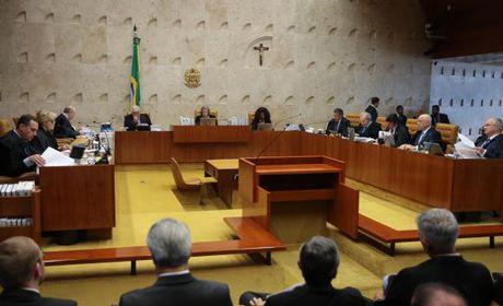 Supremo mantém Renan Calheiros na presidência do Senado