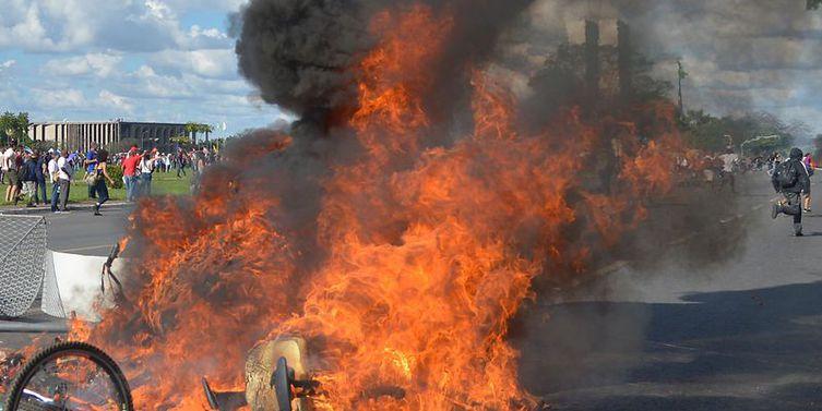 Com depredação de ministérios e confronto, ato em Brasília reúne 45 mil pessoas