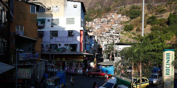 Presos dois policiais envolvidos na morte da turista espanhola na Rocinha