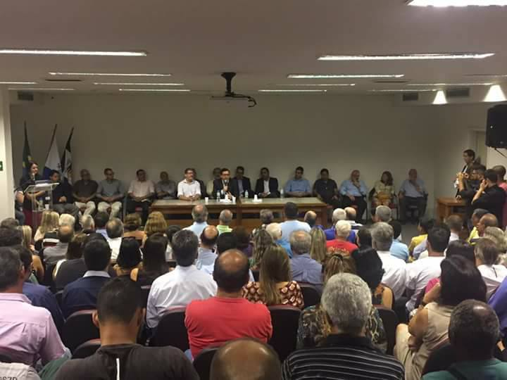 Em uma coletiva o prefeito eleito de Nova Friburgo Renato Bravo juntamente com seu vice deram a lista restante do secretariado para 2017