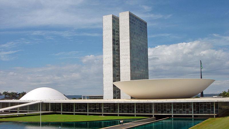 Deputados criticam tentativa de votar projeto de lei que anistiaria caixa 2