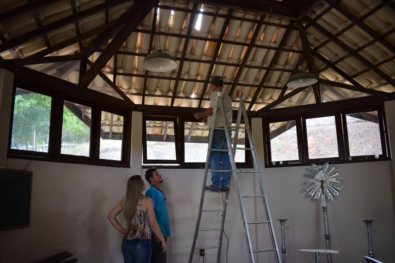 A Prefeitura de Macuco, por meio da Secretaria de Administração, começou a reforma da Capela Mortuária.