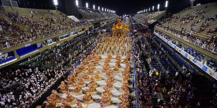 Sambódromo será palco de desfile de grandes campeãs do Rio nesta segunda