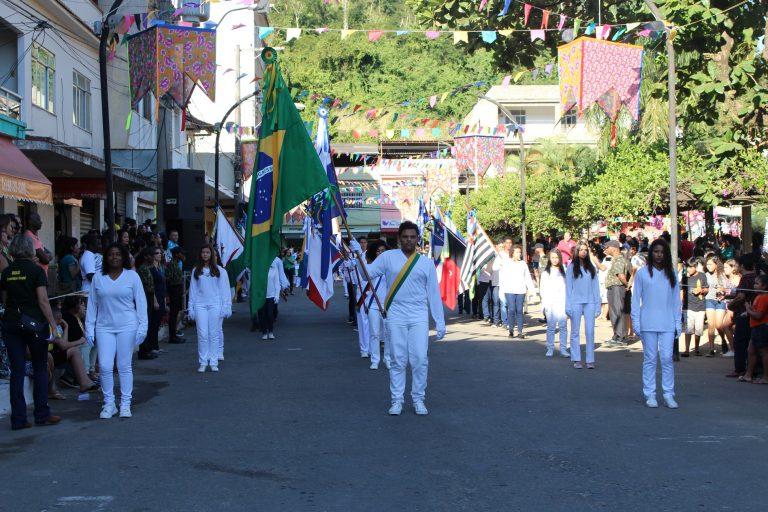 Desfile cívico emociona macuquenses na festa de São João Batista