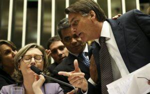 Bolsonaro reedita briga com deputada em sessão sobre violência contra a mulher