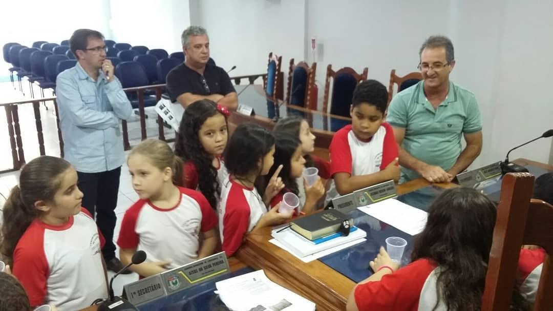 Alunos cantagalenses visitam a Câmara Municipal