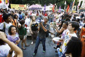 Manifestantes organizam ato contra PEC 241 no Centro