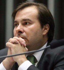 Maia critica decisão de ministro do STF e fala em 'intromissão indevida'