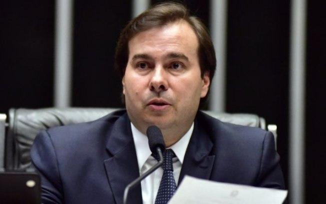 Presidente em exercício, Maia sanciona Orçamento de R$ 3,5 trilhões sem vetos