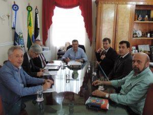 Prefeito Rogério Cabral assina contrato com o Bradesco, que passará a receber a folha salarial da Prefeitura de Nova Friburgo