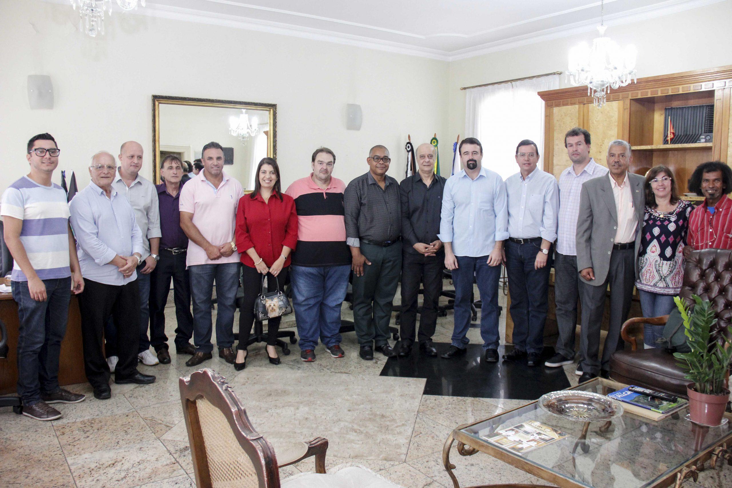 Governo Renato Bravo sela parceria com PMDB e anuncia novo secretário de Assistência Social