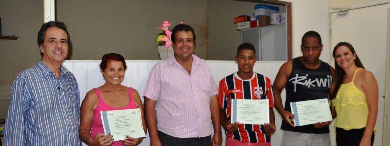 Desenvolvimento Social entrega novos certificados em Macuco