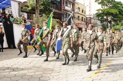 Desfile cívico-militar marca os 198 anos de Nova Friburgo