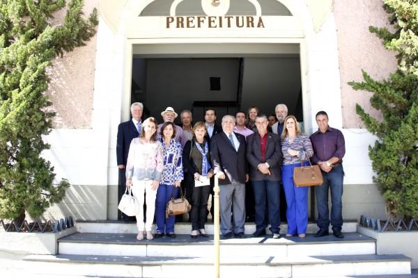 Prefeito Rogério Cabral recebe governador do Rotary Club para discutir parcerias em novos projetos