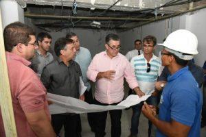 Prefeito vistoria obras do Hospital Municipal Raul Sertã e monta força tarefa para dar celeridade aos serviços
