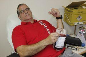 Bombeiros doam sangue como protesto pelo atraso de pagamento do Estado