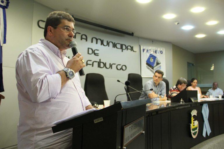 Secretário de Saúde de Nova Friburgo apresenta ações desenvolvidas e planejamento para 2016 na Câmara dos Vereadores