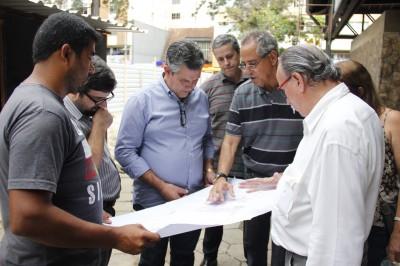 Prefeito Rogério Cabral vistoria obras da rodoviária urbana