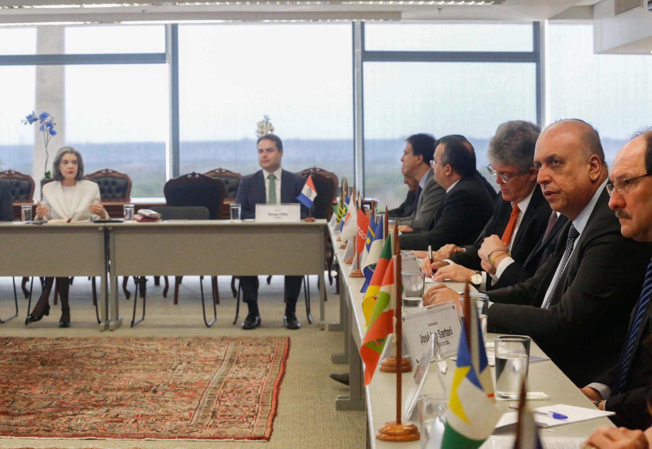 Governadores discutem situação financeira dos estados e guerra fiscal com Cármen Lúcia
