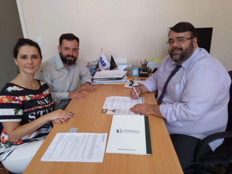 OAB de Cordeiro firma parceria com o Damásio Educacional