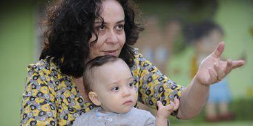 De casa para o trabalho: como a dupla jornalod_jornalda afeta a vida das mães