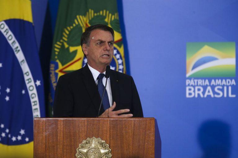 Bolsonaro revoga decreto de armas e publica novas regras