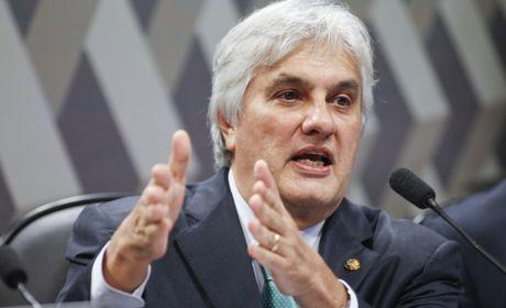 Senado cassa mandato de Delcídio do Amaral
