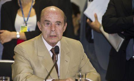 """Dornelles anuncia que """"medidas muito duras"""" serão tomadas no Rio"""