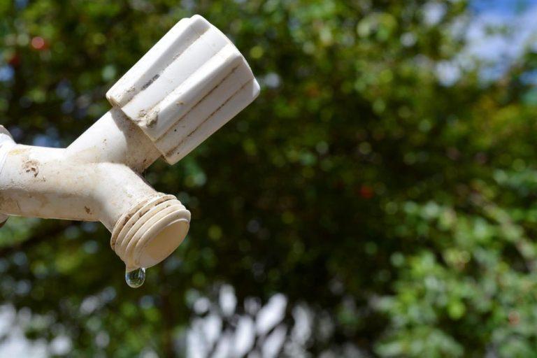 Quatro cidades da Serra do RJ sofrem com estiagem; moradores devem fazer racionamento de água