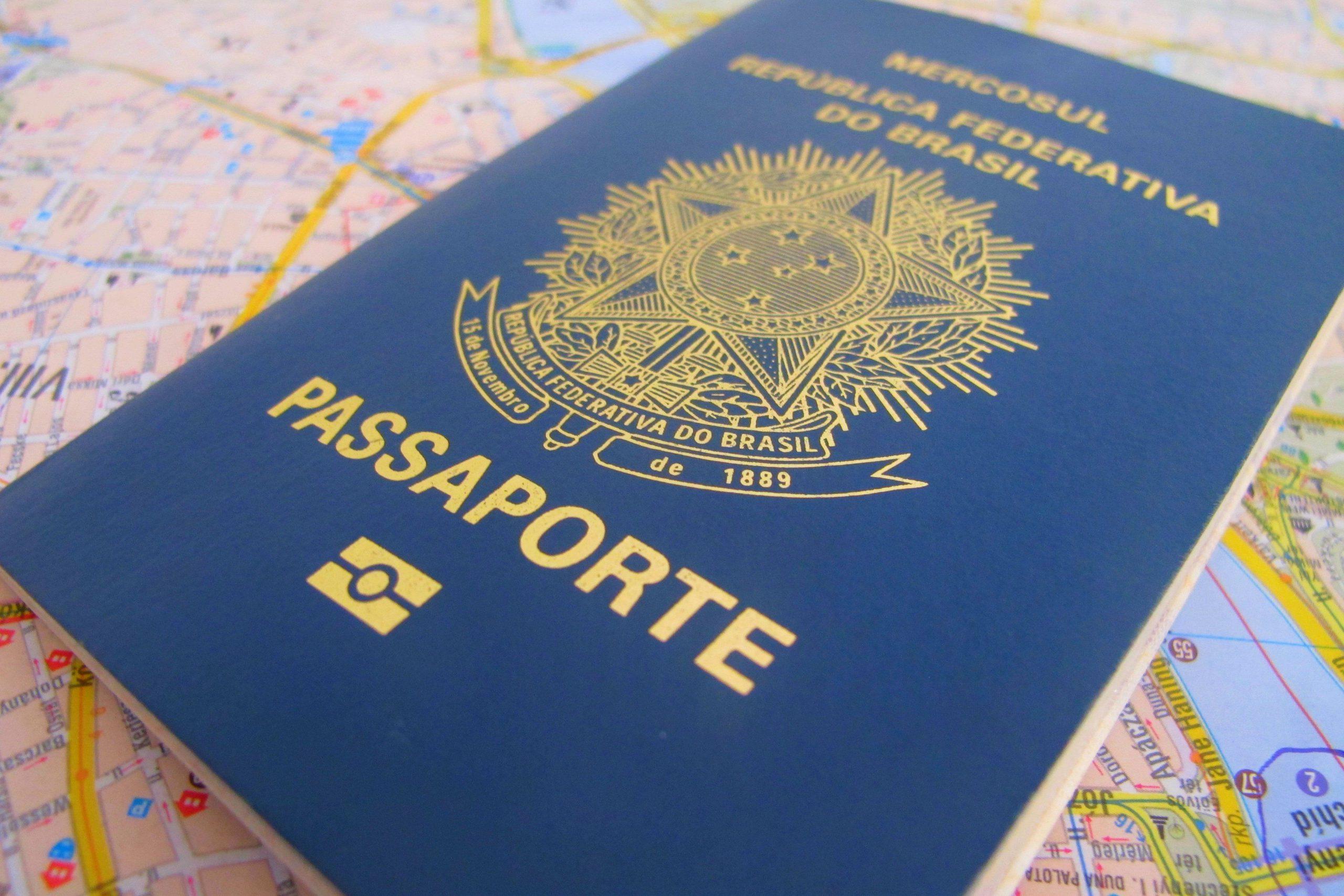 Entrega de passaportes atrasa por falta de material