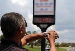 Governo estima economia de R$ 147,5 milhões com início do horário de verão