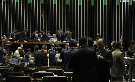 Sessão do Congresso para analisar vetos já dura mais de dez horas