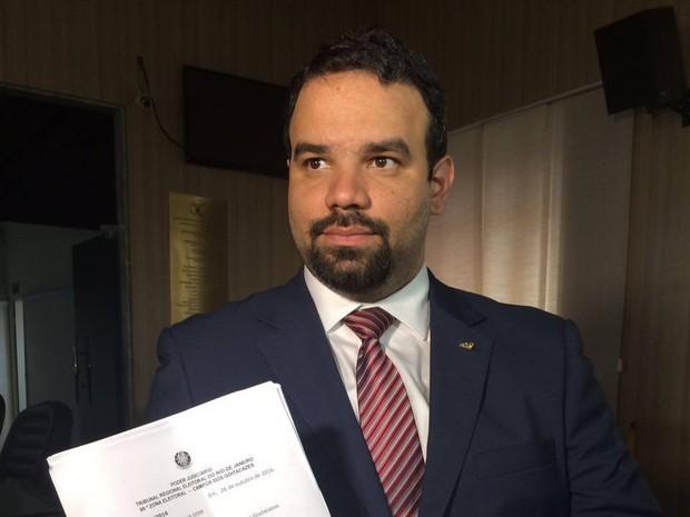 Rosinha é afastada e presidente da Câmara é notificado para tomar posse