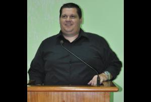 Vereador Diogo Latini pede informatização do atendimento na Saúde integrando Postos, Unidades Básicas, Farmácia Municipal e Pronto Atendimento